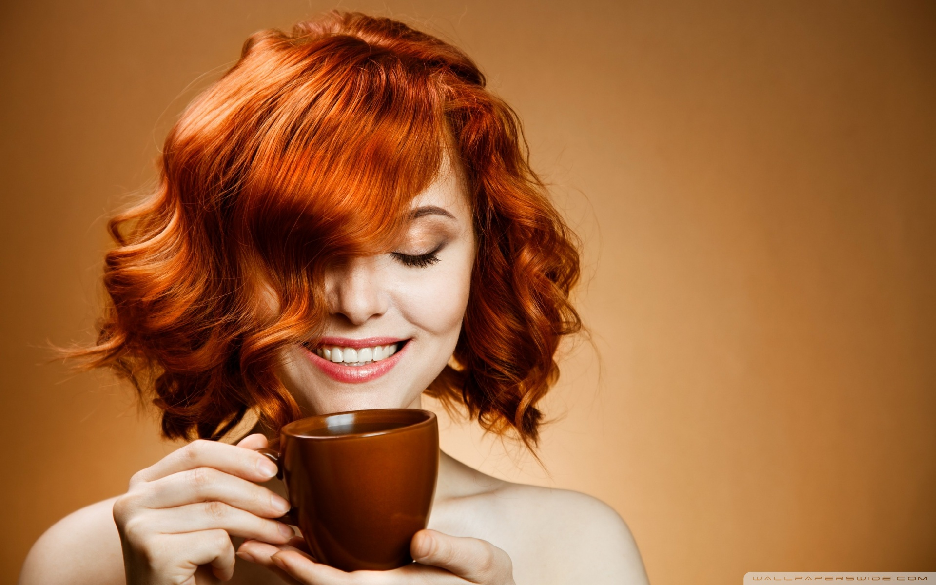 red_haired_woman_drinking_coffee-wallpaper-1920x1200